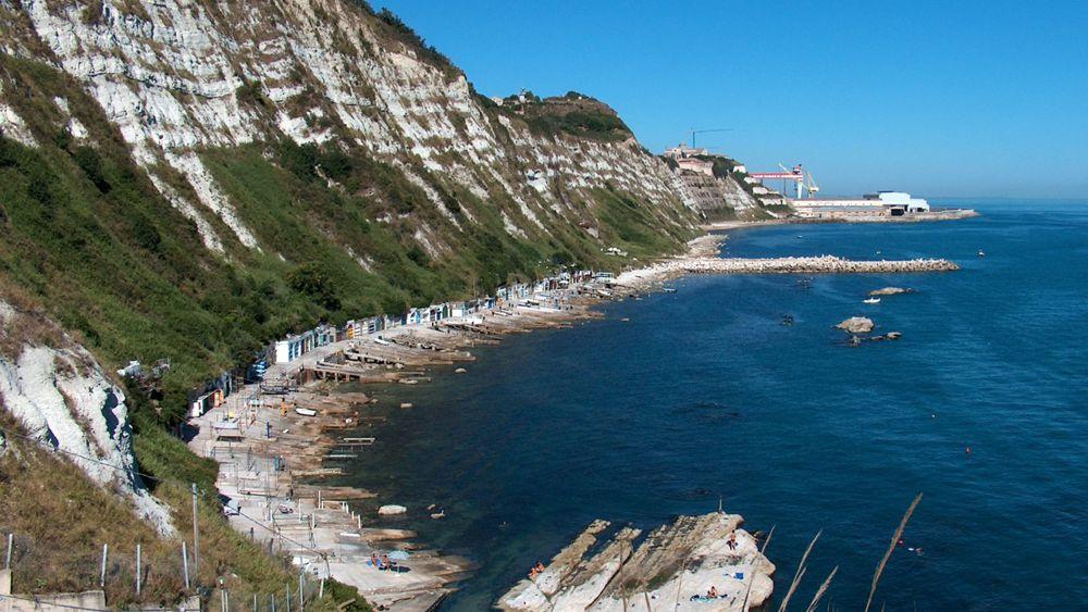 Ancona divieto di balneazione nelle acque sotto la piscina del passetto - Piscina falconara marittima ...