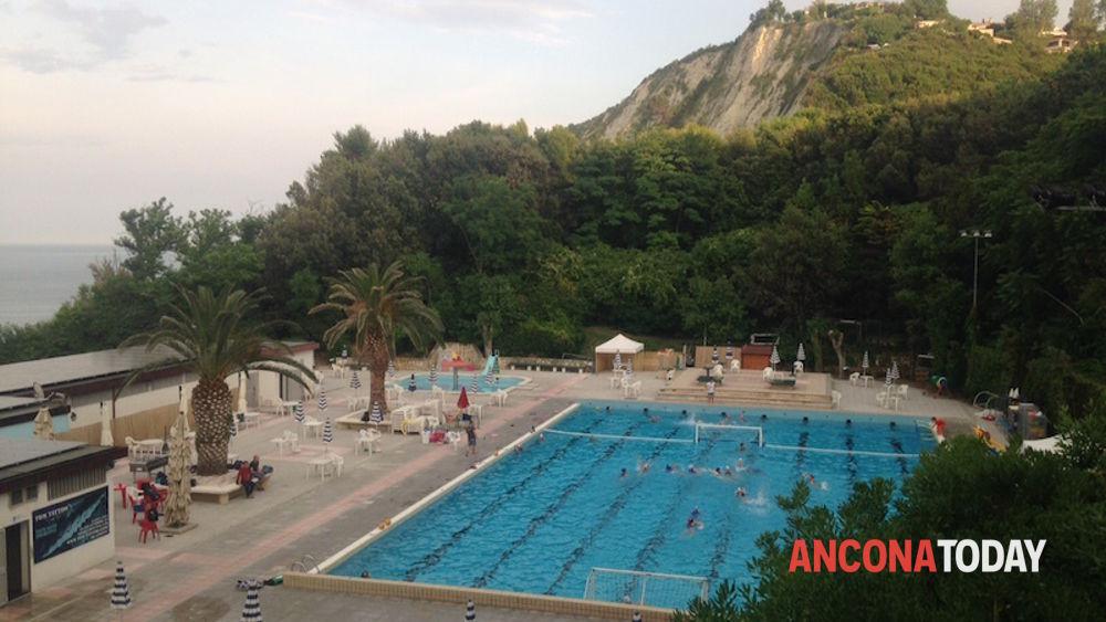 Ancona raid dei vandali alla piscina del passetto - Piscina falconara marittima ...